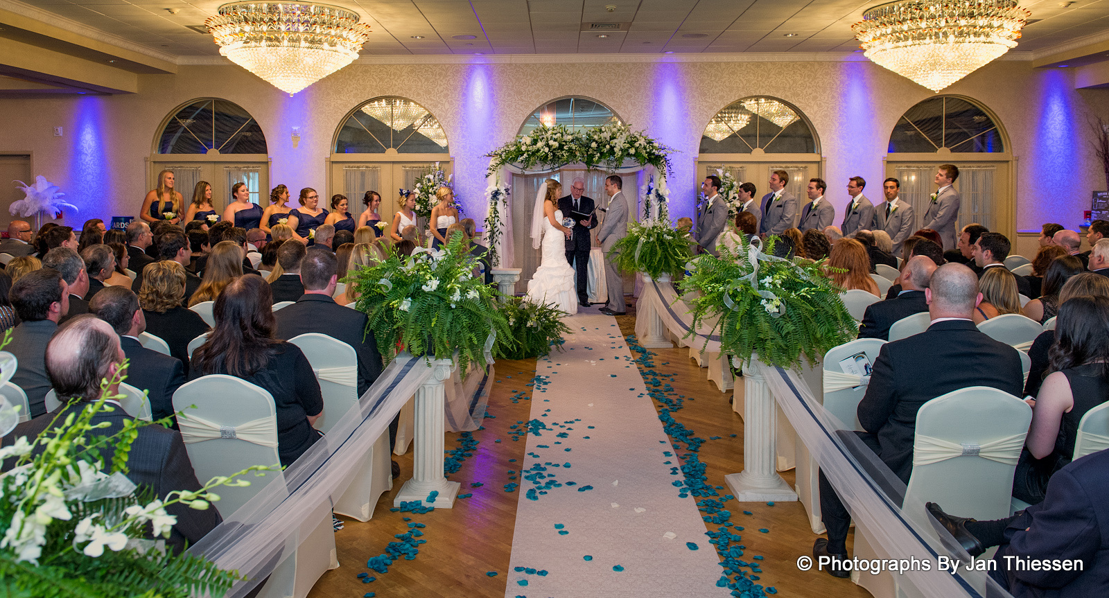 Advantages Of The Outdoor Wedding Reception: Benefits Of Indoor Wedding Venues